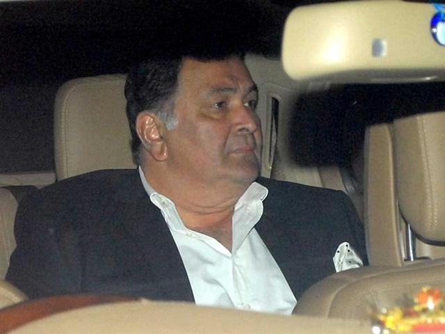 Rishi-Kapoor-returns-home-after-attending-the-wedding-of-Rohit-Dhawan