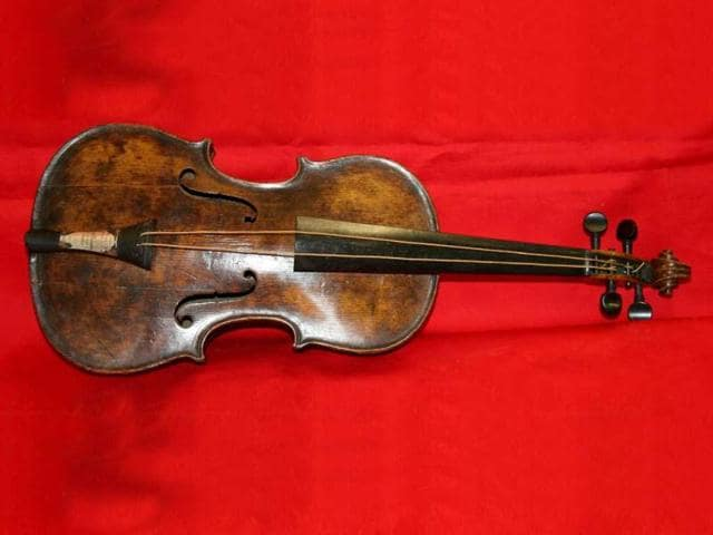 This-handout-picture-received-from-Auctioneers-Henry-Aldridge-and-Son-shows-the-violin-played-during-the-final-moments-before-the-Titanic-sank-displayed-at-the-company-s-premises-in-Devizes-ahead-of-its-auction-AFP-photo-Henry-Aldridge-and-Son