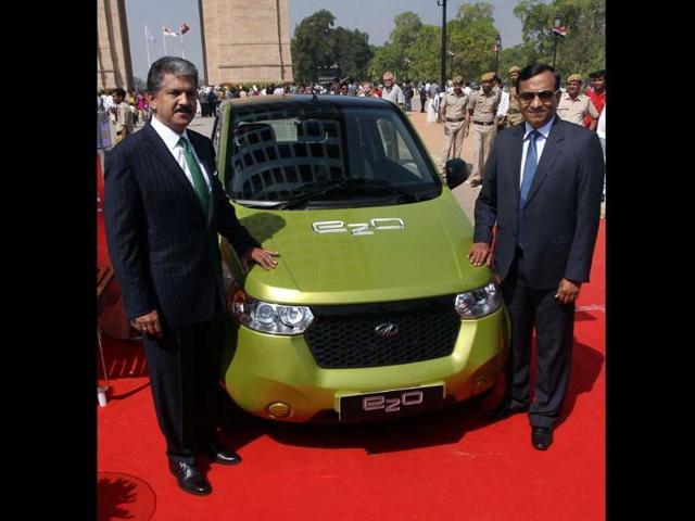 Chairman and Managing Director of Mahindra and Mahindra, Anand G. Mahindra and Chairman of Mahindra Reva Electric Vehicles Pvt.Ltd, Pawan Goenka at the launch of Mahindra Reva 'e2o' car at India Gate in New Delhi on Monday. Photo:PTI/ Manvender Vashist