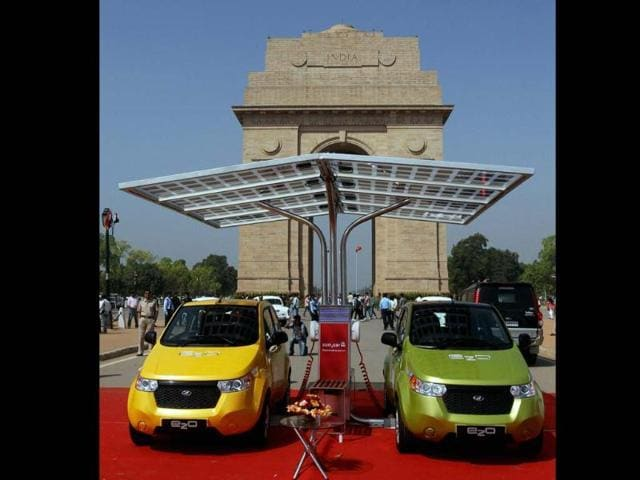 Mahindra-Reva-e2o-cars-during-their-launch-at-India-Gate-in-New-Delhi-on-Monday-Photo-PTI-Manvender-Vashist