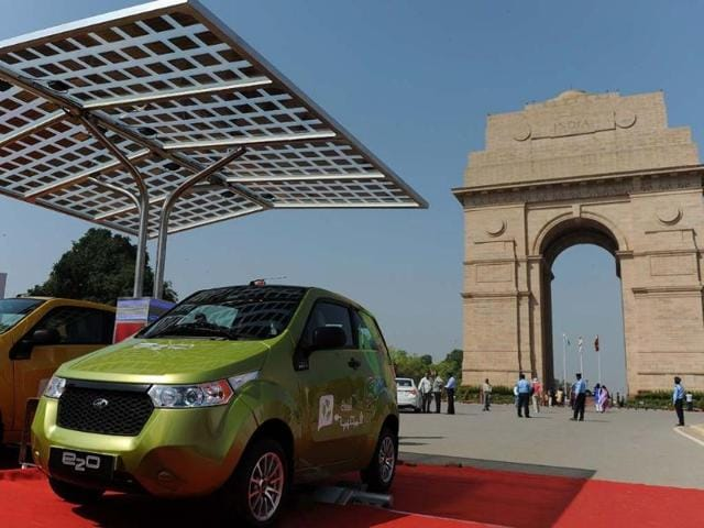Newly unveiled Mahindra E20 electric cars are displayed near India Gate in New Delhi on March 18, 2013. Mahindra launched the new environment friendly E20 electric car powered by next generation Lithium-ion batteries and which can run up to 100 kms per charge. Photo: AFP/Manan Vatsyayana