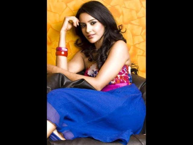 Actress-Priya-Anand-Photo-Courtesy-Facebook