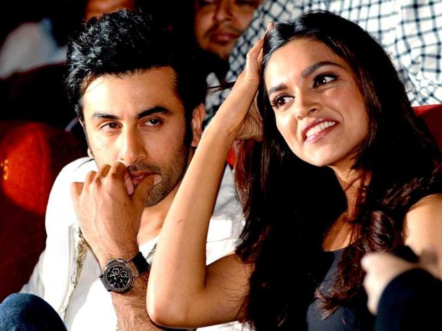 Deepika-and-Ranbir-look-cheerful-in-this-second-poster-of-Yeh-Jawaani-Hai-Deewani-with-colours-splashed-all-over-them