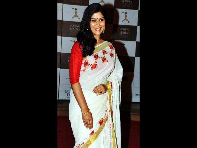 Ek-Thi-Naayika-actress-Sakshi-Tanwar-looks-beautiful-in-white-sari-at-the-gala-AFP-Photo