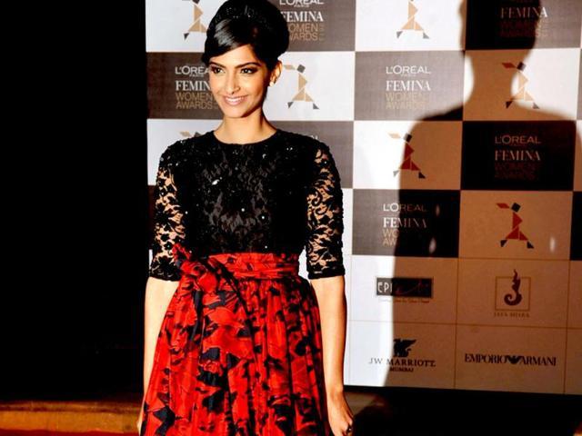 Sonam-Kapoor-looks-ravishing-as-she-attends-the-L-oreal-Paris-Femina-women-awards-in-Mumbai-AFP-Photo