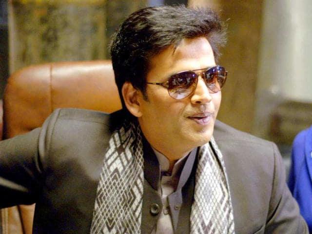 Ravi-Kissan-in-a-still-from-his-movie-Bhajhate-Raho