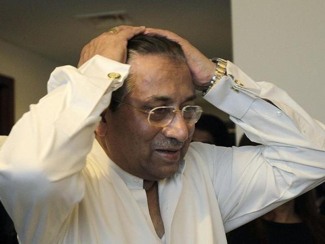 Pakistan-s-former-military-ruler-Pervez-Musharraf-arrives-with-his-wife-Sehba-Musharraf-at-the-Dubai-Iinternational-airport-before-his-departure-to-Karachi-in-the-Gulf-emirate-of-Dubai--AFP-PHOTO-AAMIR-QURESHI-