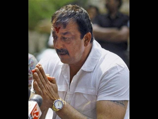 Sanjay-Dutt-gestures-during-a-press-conference-outside-his-Bandra-residence-in-Mumbai-HT-Photo