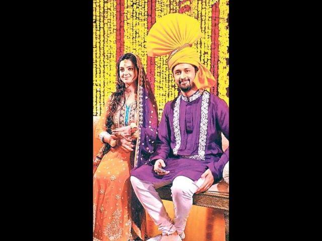 Atif-Aslam-poses-with-wife-Sara-Bharwana
