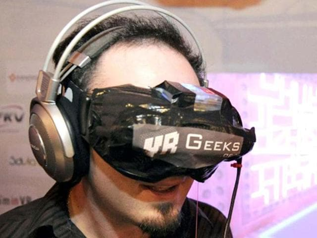 virtual reality headset,Game Developers,three-dimensional virtual worlds