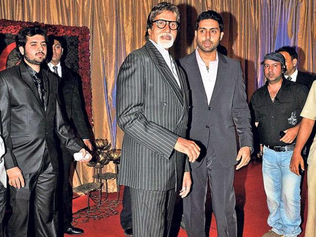 Father-poses-with-the-son-Amitabh-Bachchan-and-Abhishek-Bachchan-HT-Photo