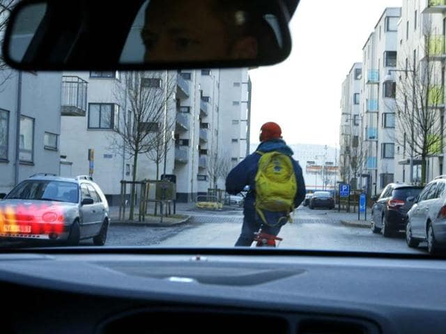 When a cyclist ahead swerves or could move into the vehicle's path, the system automatically engages the brakes. Photo:AFP