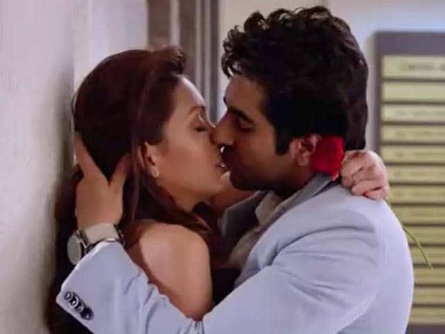 Ayushmann Khurrana,Pooja Salvi,kiss