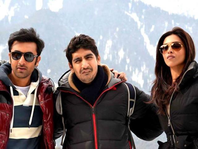 Ranbir-Kapoor-and-Deepika-Padukone-pose-with-director-Ayan-Mukerji