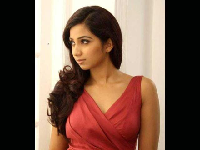 Shreya-Ghosal-and-Satish-Chakravarthy-have-crooned-the-song-which-will-feature-the-lead-pair-Richard-and-Vidya-in-the-Tamil-film-Woo