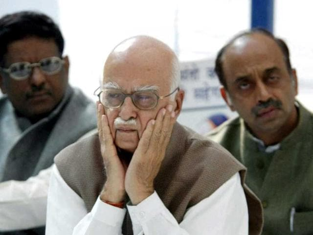 Bharatiya-Janata-Party-leader-Lal-Krishna-Advani-C-gestures-as-party-collegue-Vijay-Goel-R-and-an-unidentified-party-official-look-on-during-a-rally-AFP-photo
