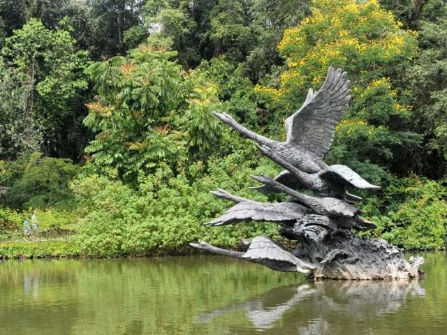 Statue-of-the-Swan-in-the-lake-of-the-Botanical-Garden-in-Singapore-Photo-AFP-Roslan-Rahman