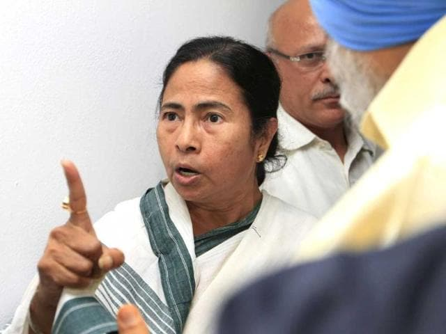 West-Bengal-chief-minster-Mamta-Bennerjee-shouts-at-deputy-chairman-of-planning-commission-Montek-Singh-Ahluwalia-and-parliamentary-affairs-minster-Rajiv-Shukla-after-West-Bengal-finance-minister-Amit-Mitra-was-heckled-and-had-his-shirt-torn-off-by-Students-Federation-of-India-activists-in-New-Delhi-HT-Mohd-Zakir