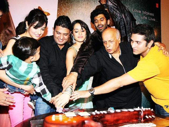 Aditya-Roy-Kapur-Shraddha-Kapoor-Mahesh-Bhatt-Udita-Goswami-Bhushan-Kumar-at-Aashiqui-2-first-look-launch-in-Mumbai-PTI-Photo