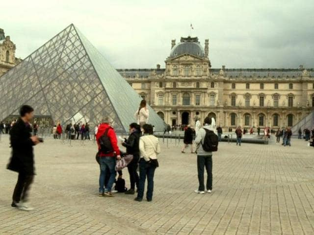 Staff-at-the-Louvre-shut-down-one-of-the-most-famous-museums-in-the-world-in-protest-of-aggressive-pickpockets-Photo-AFP