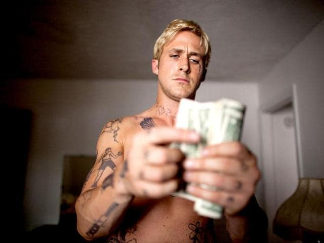 Ryan-Gosling-plays-Luke-a-stunt-rider-who-robs-a-bank-raise-his-family-in-The-Place-Beyond-the-Pines