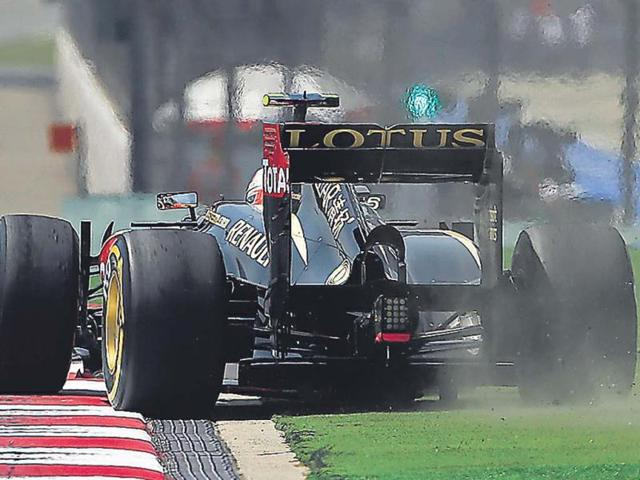 Lotus-Romain-Grosjean-was-amongst-the-drivers-who-struggled-with-tyres-while-teammate-Raikkonen-took-second-on-the-grid-AP