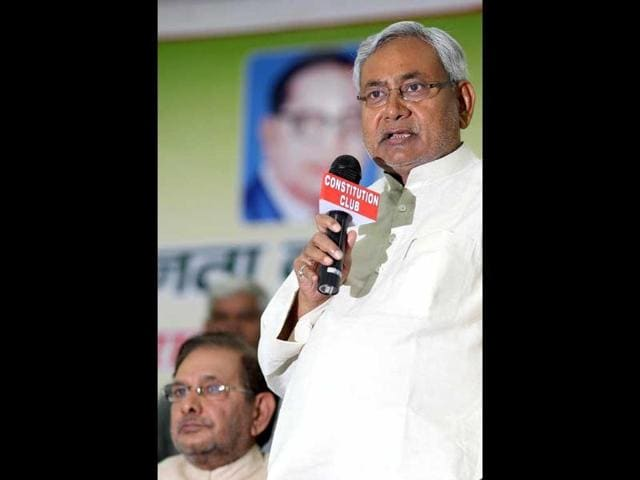 Bihar-chief-minister-Nitish-Kumar-addressing-mediapersons-at-his-official-residence-in-Patna-UNI-PHOTO