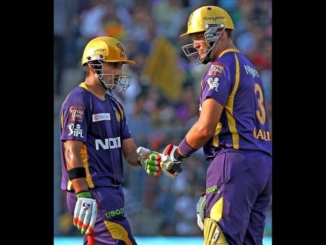 KKR-captain-Gautam-Gambhir-and-Jacques-Kallis-greet-each-other-during-IPL-6-T20-match-at-Eden-Garden-in-Kolkata-PTI-Photo