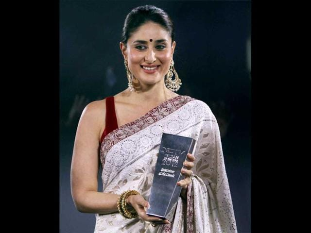 Actress-Kareena-Kapoor-after-receiving-the-NDTV-Entertainer-of-the-Year-award-at-a-ceremony-in-New-Delhi-on-Monday-PTI-Photo