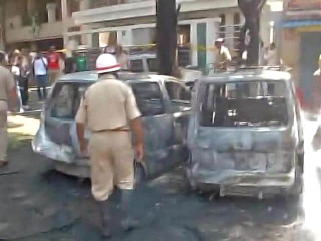 A blast that took place just a few meters away from the BJP office at Malleswaram in Bangalore on Wednesday left 15 people injured. Bangalore Police said that three cars have been damaged in the blast including a police vehicle. The police described the explosion as