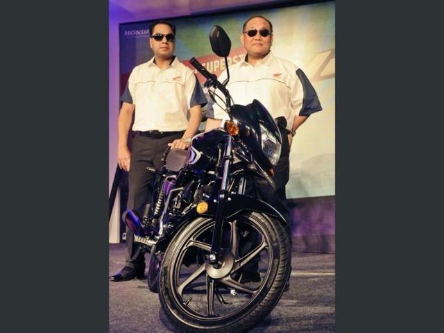 President-amp-CEO-Honda-Motorcycle-amp-Scooter-India-Pvt-Ltd-Keita-Murumatsu-L-and-Vice-President-Sales-amp-Marketing-Y-S-Guleria-during-Honda-s-new-bike-Dream-Neo-launching-in-Gurgaon-India-on-Tuesday-April-17-2013-Photo-HT-Parveen-Kumar