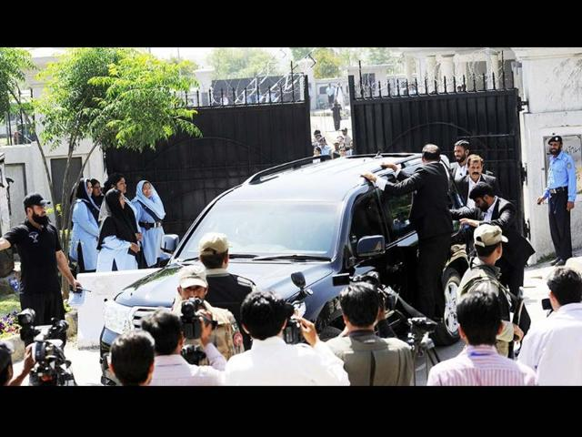 Pakistani special security commandos escort a vehicle carrying former Pakistani president Pervez Musharraf as he leaves the court premises following the order for his arrest in Islamabad. (AFP)