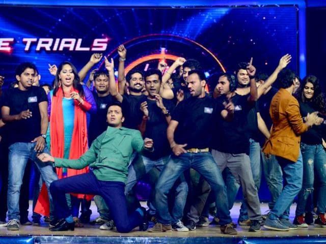 Riteish-Deshmukh-Geeta-Kapoor-Ashley-Lobo-at-India-s-Dancing-Superstar-stage-Photo-Courtesy-IANS