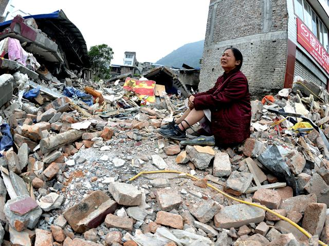 Strong quake shakes west China; casualties unclear