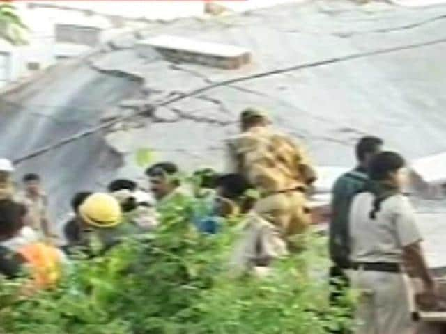 Rescue-personnel-seen-at-the-site-of-the-hospital-celing-collapse-in-Bhopal-TV-grab