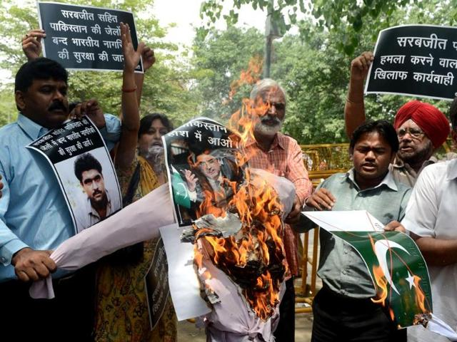 Activists burn an effigy of Pakistan President Asif Ali Zardari as they shout anti-Pakistan slogans during a protest in New Delhi after Sarabjit Singh was rushed to a hospital after suffering serious injuries in a clash with fellow prisoners. AFP