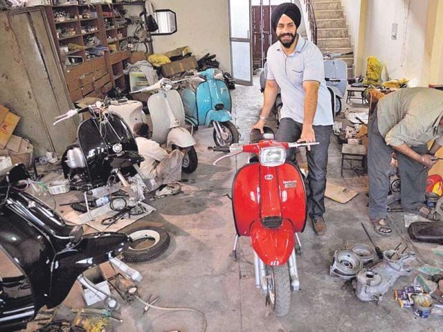 varun katiyar,bajaj super,delhi scooter club