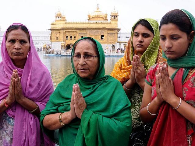 Dalbir-Kaur-Sarabjit-Singh-s-sister-speaks-to-media-representatives-before-crossing-into-Pakistan-at-the-India-Pakistan-Wagah-border-post-in-Amritsar-AFP-photo