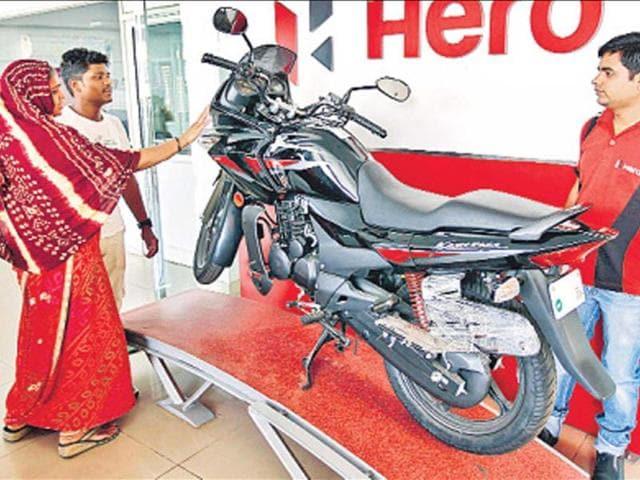 Customers-at-a-Hero-showroom-in-Ahmedabad-Photo-PTI