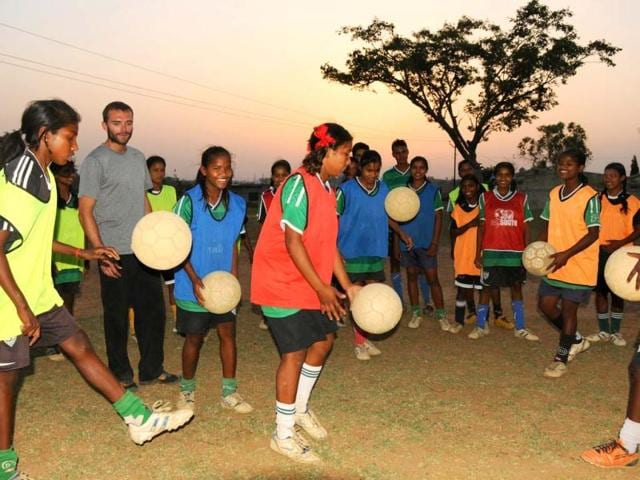 Franz-Gastler-executive-director-and-founder-of-Yuva-India-Trust-with-young-tribal-girls-whom-he-trains-in-soccer-at-Rukka-near-Ranchi-Parwaz-Khan-HT-Photo