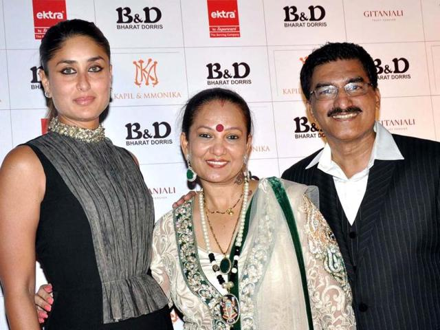 Bollywood actress Kareena Kapoor poses with Bharat N and Dorris as they attend a hair care company ceremony in Mumbai late April 29, 2013. (AFP Photo)