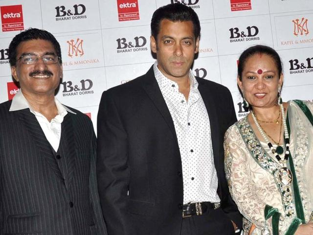 Salman Khan poses with Bharat N and Dorris as they attend a hair care company ceremony in Mumbai. (AFP Photo)
