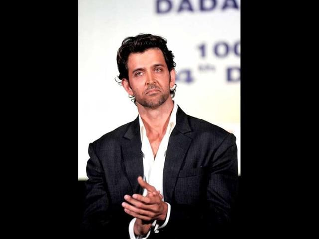 Hrithik Roshan's surgery successful, dad says don't worry