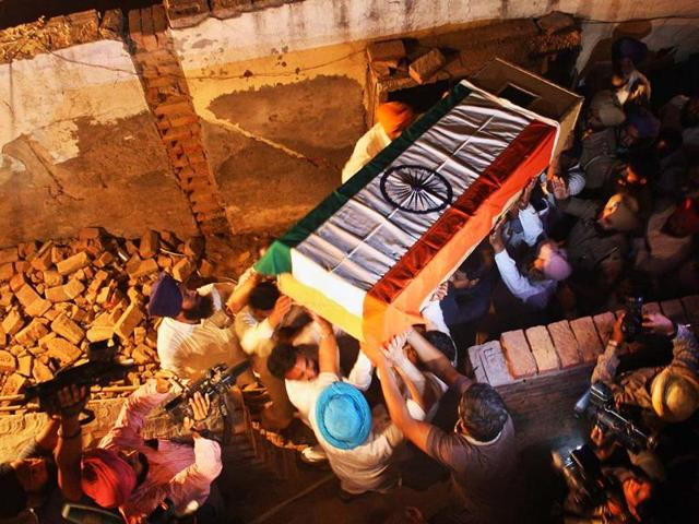 State honour for Sarabjit, thousands attend his funeral