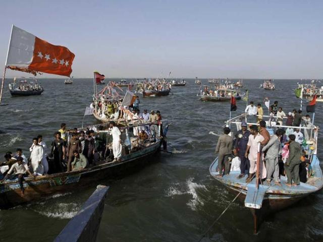 Pakistani fishermen hold political rally at sea