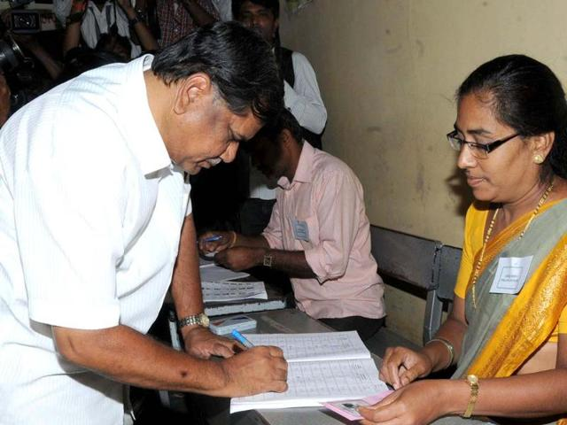 Jagadish Shettar on Wednesdday evening submitted his resignation to the Karnataka governor, which was accepted. Shettar shall continue at his post till the swearing in of the Congress government.