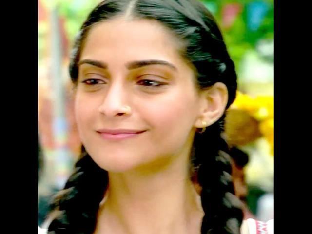 Dhanush-Kundan-and-Sonam-Kapoor-Zoya-starrer-Raanjhnaa-also-has-Abhay-Deol-in-a-crucial-role-