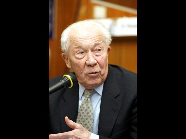 Belgian Nobel winner commits euthanasia at 95