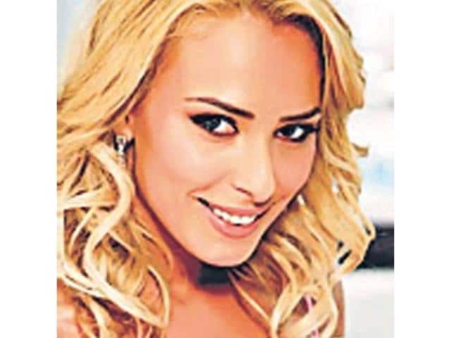 Romanian-TV-actor-Iulia-Vantur