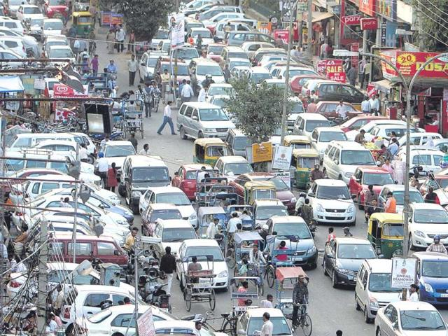 Delhi choked by its car mania